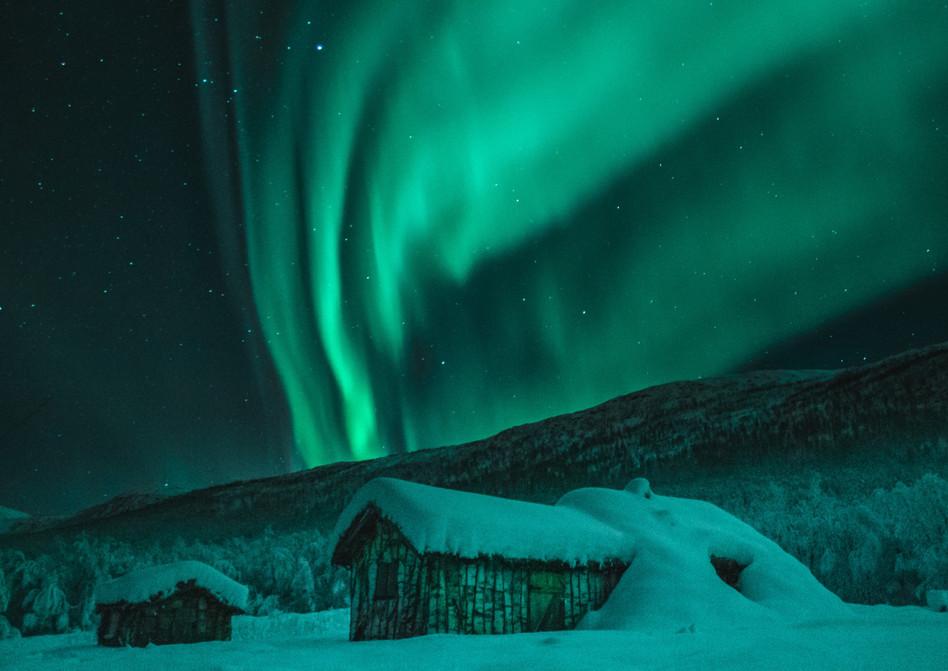 aurora-borealis-cabin-night-1674624.jpg