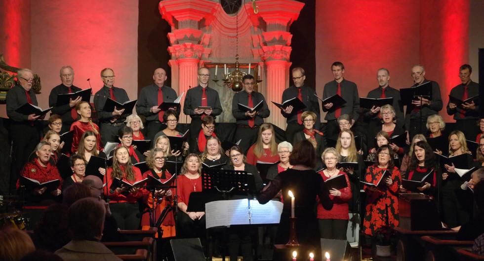 Julekonsert 2018 med Skjeberg kirkekor og Exodus