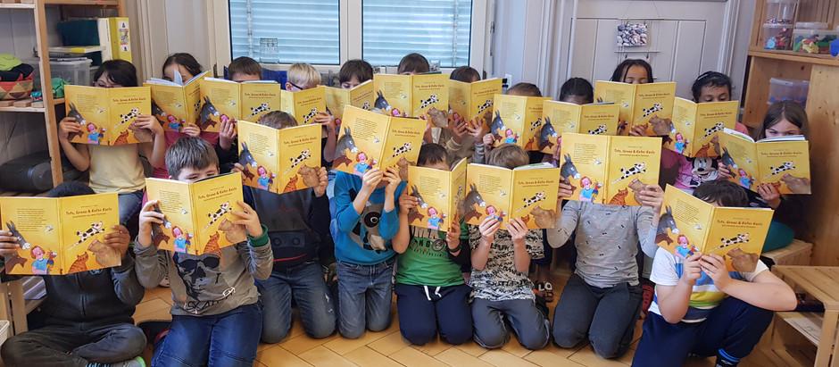Toto, Grunz und Kater Karlo – ein Buchgeschenk für die Unterstufenkinder in Uznach
