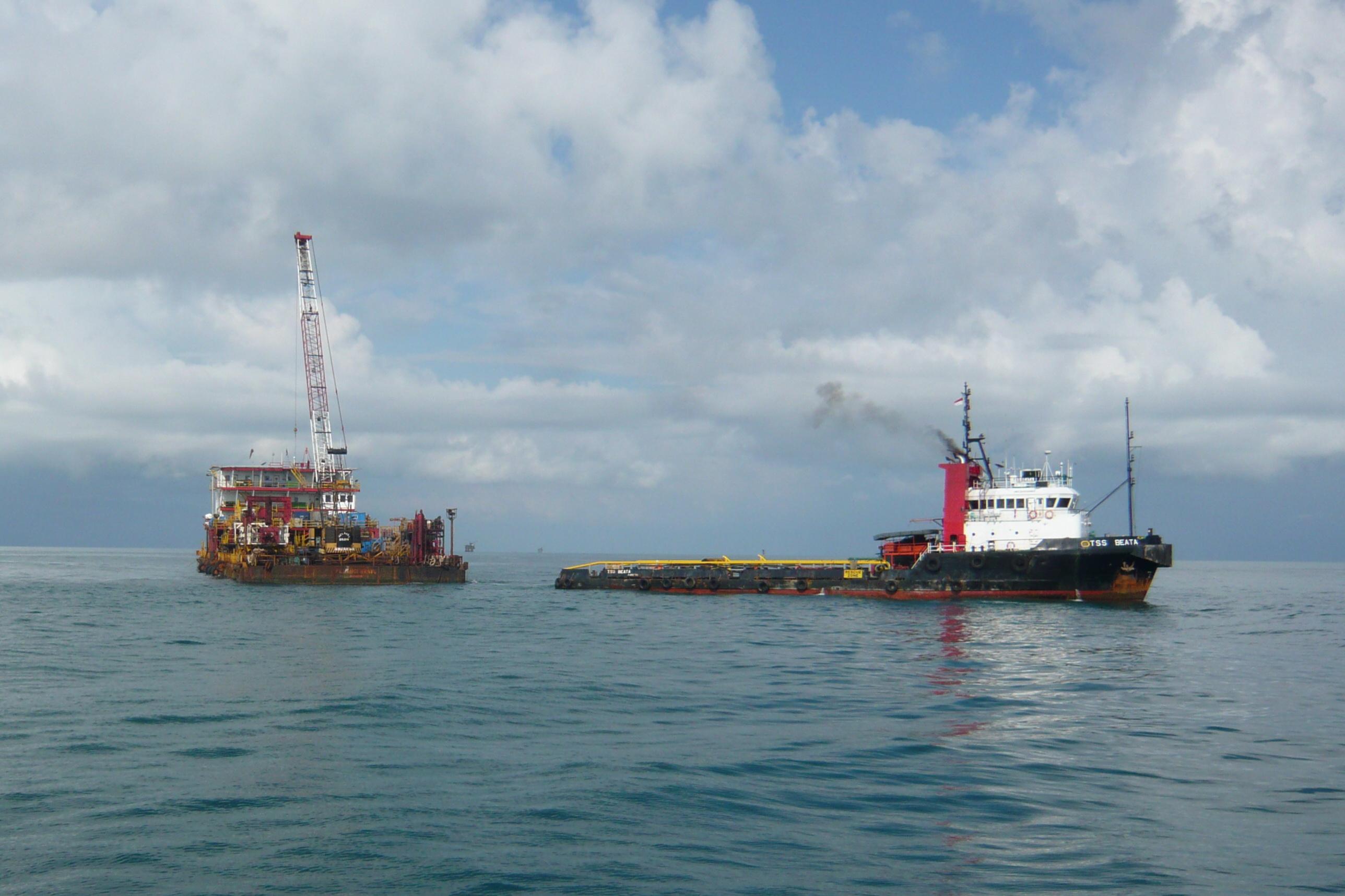 oil_barge.jpg