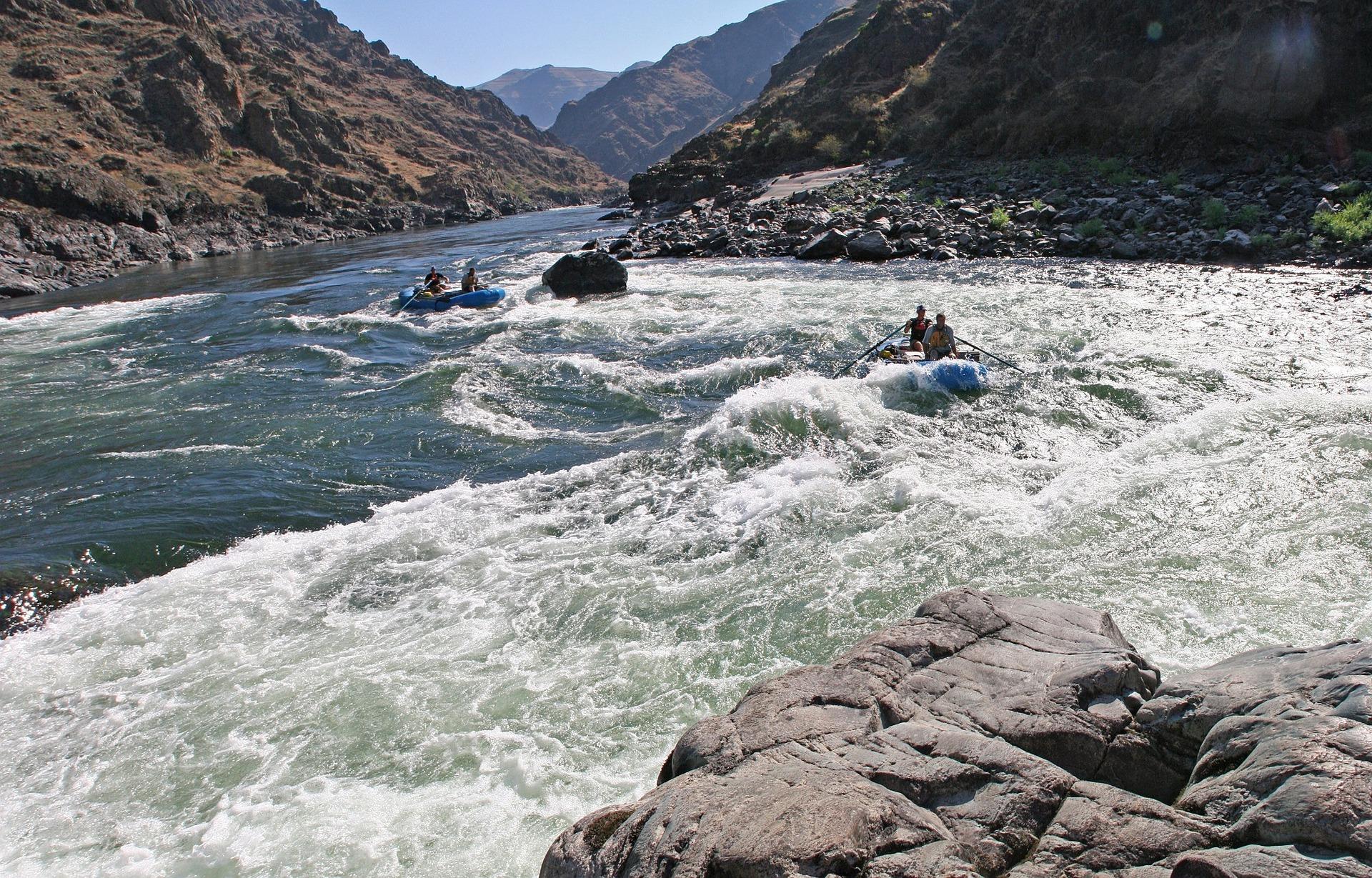 rafting-922337_1920.jpg