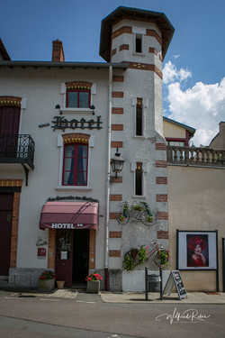 L'Hôtel vu de la place de la Mairiei