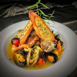 Seafood dish with garlic bread