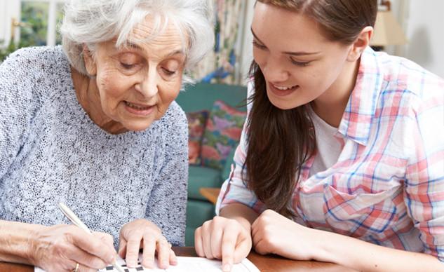 volunteer-seniors-puzzle-help-VCH-volunt