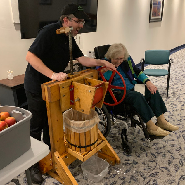 Making apple cider at Queens Estate