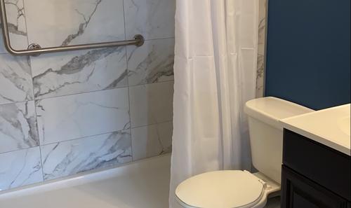 Colour Contrasting Bathroom Walls