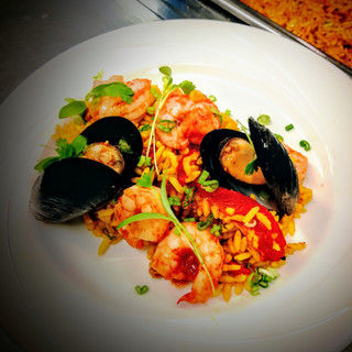 Picture of a plated dish: Rice dish with shrimp and mussels
