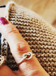 Ring-lovers-knot