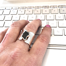Ring-laptop-online-store-jewelry_edited.