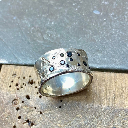 Tunnel Silver Ring with Black Onyx Gemstones