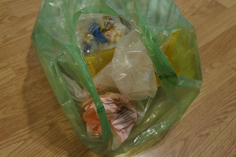 Muovi kannattaa toimittaa muovinkeräykseen.