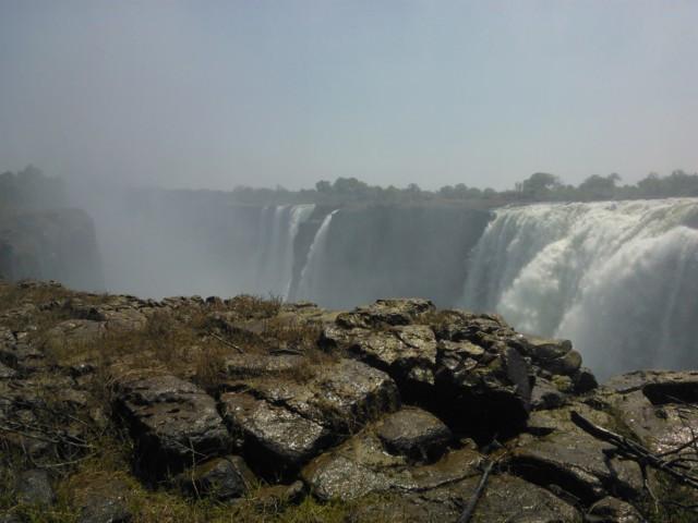 Victoria Falls elää turismista.