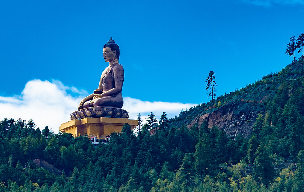 Thimphua varjelee vuoren rinteellä sijaitseva jättimäinen Buddha.