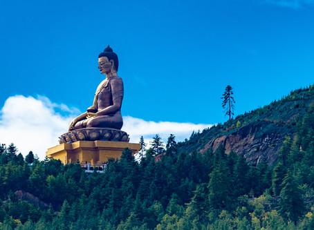 Kuvia Bhutanin henkeäsalpaavasta luonnosta ja arkkitehtuurista