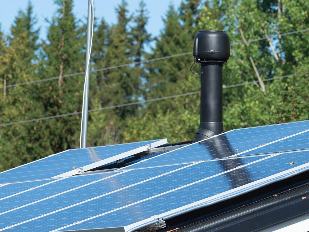 Aurinkopaneeleilla saavutettu säästö on noin 166 e/v.