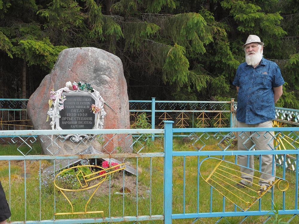 Haikolan kalmismaata pidetään yhtenä Vienan Karjalan kauneimmista. Sinne on haudattu myös Ortjo Stepanov.