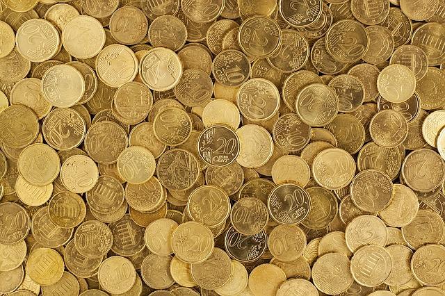 Suomalaisten pennoset kuluvat asumiseen, liikkumiseen ja syömiseen.