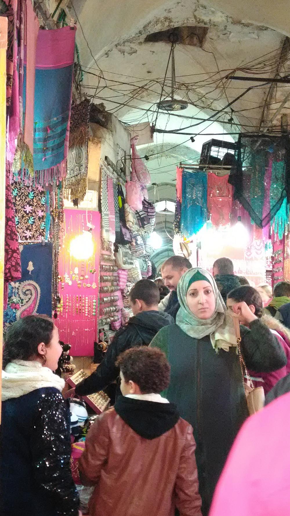 Jerusalemin vanhan kaupungin värikäs basaari.
