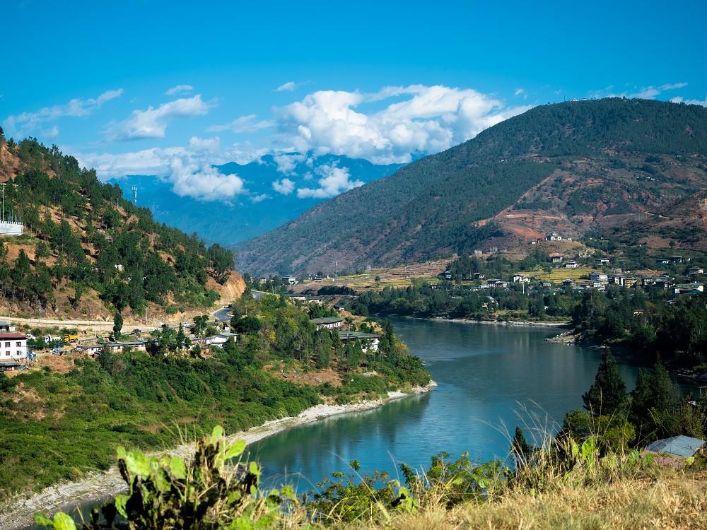 Bhutanissa harjoitetaan tiibetinbuddhalaisuutta.