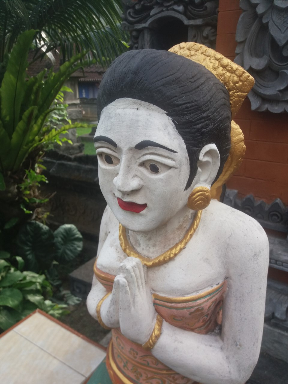 Patsaita on Balilla lähes kaikkialla.