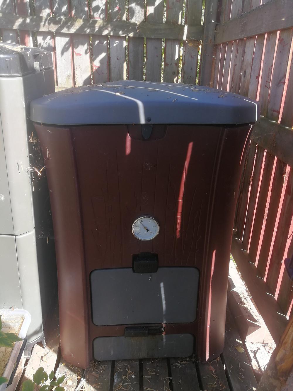 Kompostin herätteeksi sopii pissa.