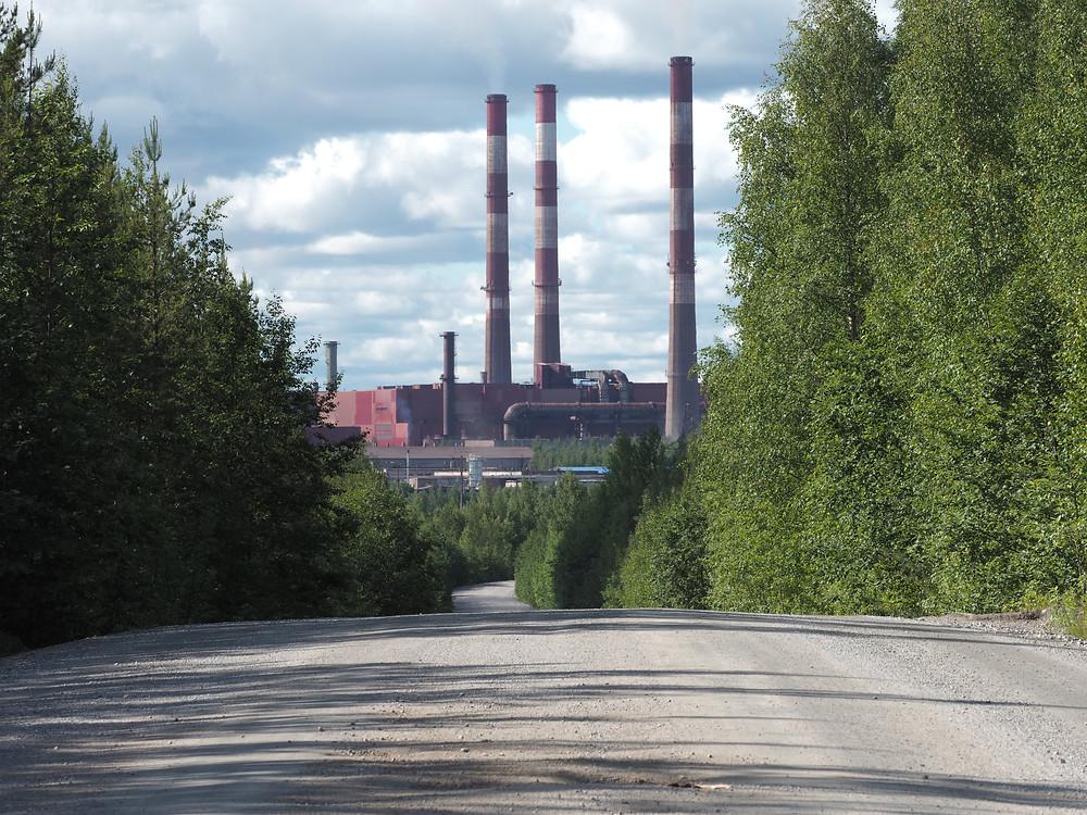 Kostamus on pieni, osin suomalaisvoimin rakennettu tehdaskaupunki.