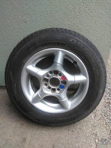 Renkaat voi toimittaa rengasliikkeisiin.
