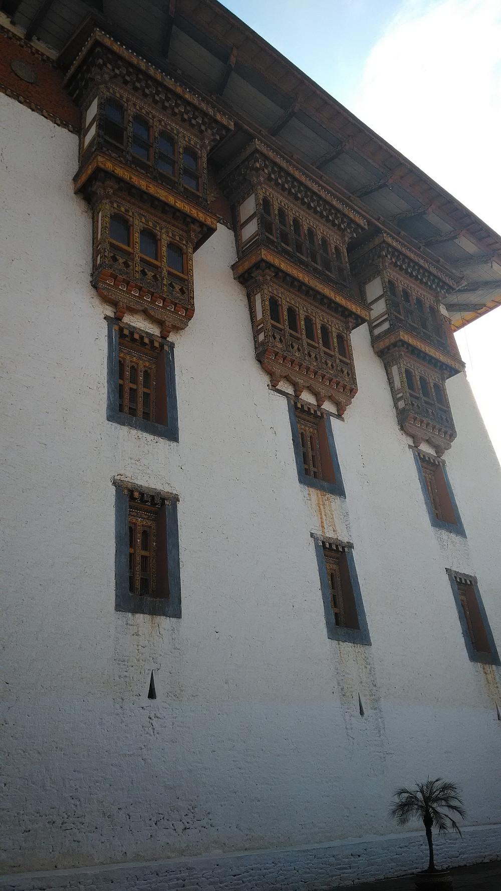 Bhutanilaiset tekevät usein pitkää työpäivää (jos töitä löytyy).
