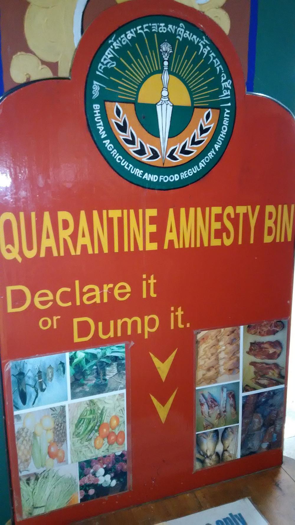 Lentokentällä on viimeinen mahdollisuus luopua kielletyistä tuotteista, ja välttyä niiden maahantuonnista seuraavalta rangaistukselta.