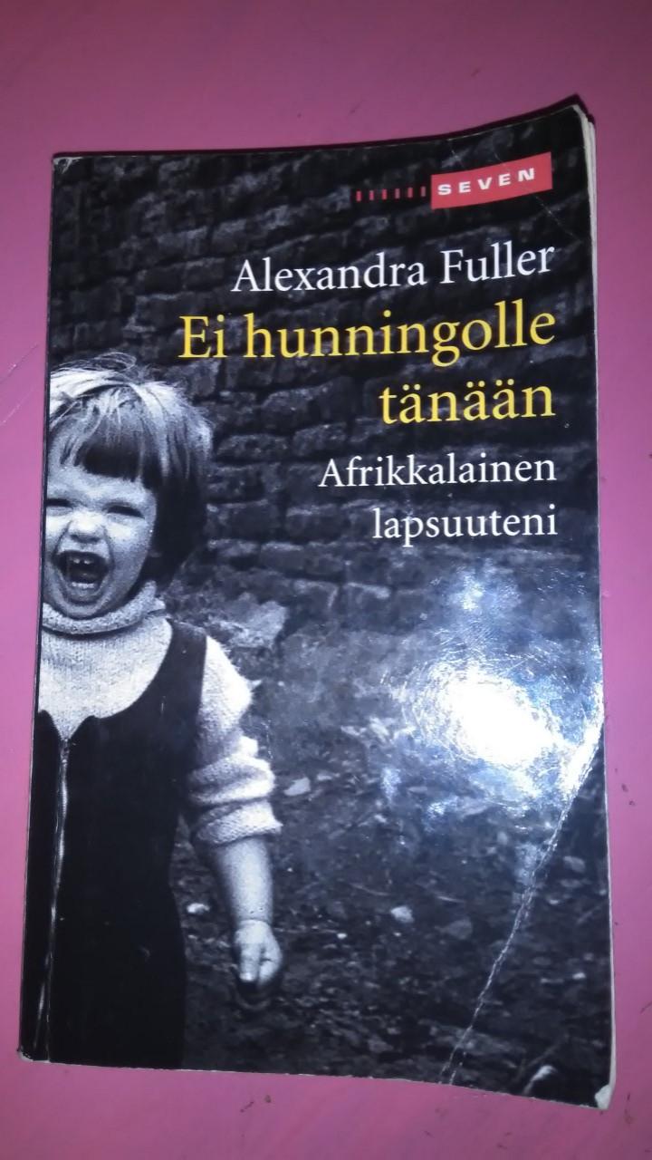 Aleksandra Fullerin kirja Ei hunningolle tänään – Afrikkalainen lapsuuteni on samaan aikaan raadollinen ja rattoisa.