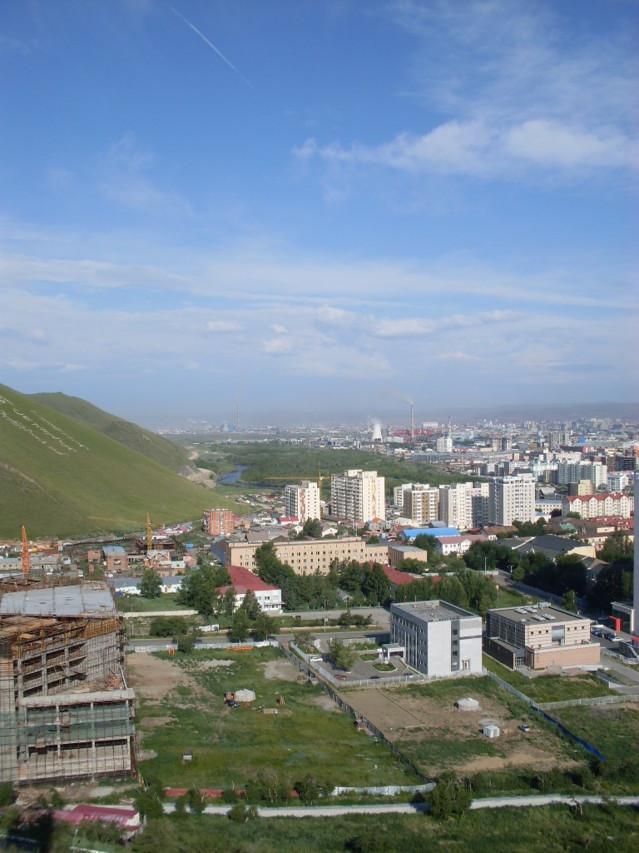Näkymä Ulan Batorin korkeimmalta kohdalta Zaisan hilliltä.