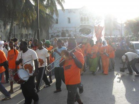 En ikinä unohda Sauti za Busara -festivaalien avajaiskarnevaalia.