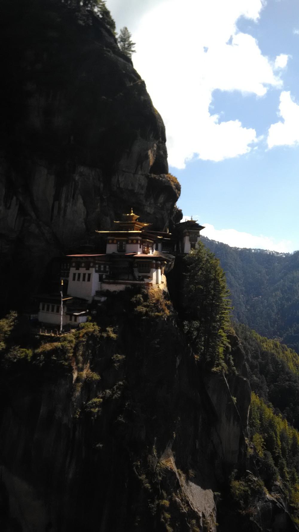 Jokainen Bhutanista kertova artikkeli pitää aloittaa kuvalla Tiger's Nest -luostarista.