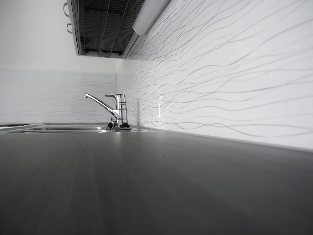 Keittiöremontti voi nostaa myytävän asunnon arvoa.