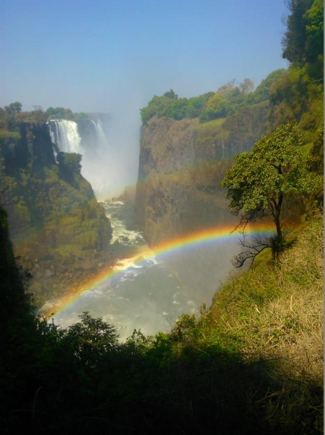 Victorian putouksia voi ihailla sekä Sambian että Zimbabwen puolelta.