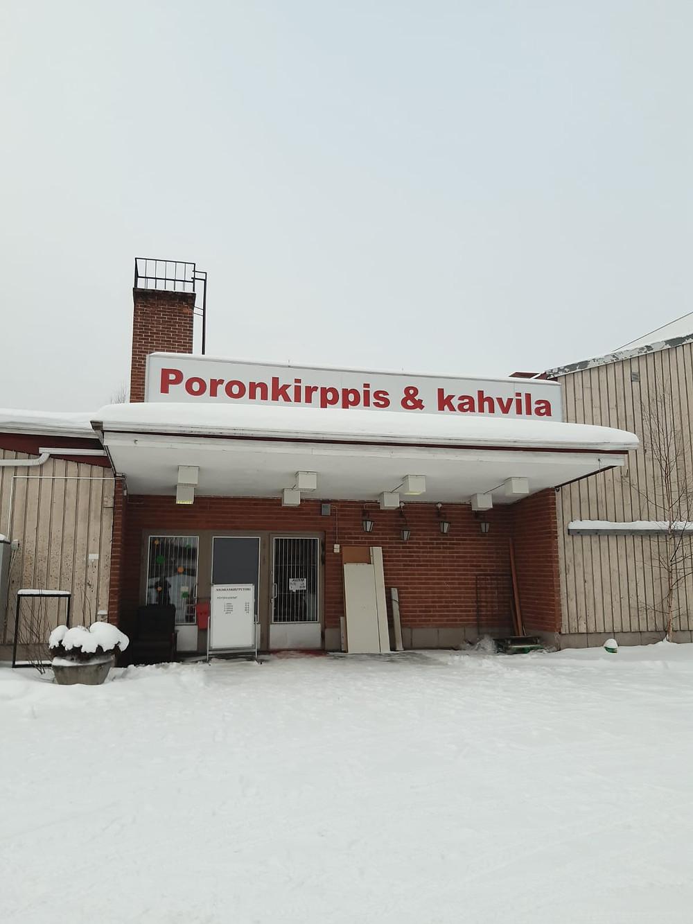 Poronkirppis Nurmeksen Porokylässä.