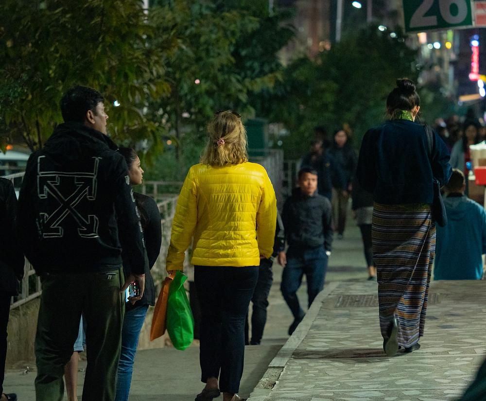 Pääkaupungissa voi käydä shoppailemassa ilman oppaan jatkuvaa läsnäoloa.