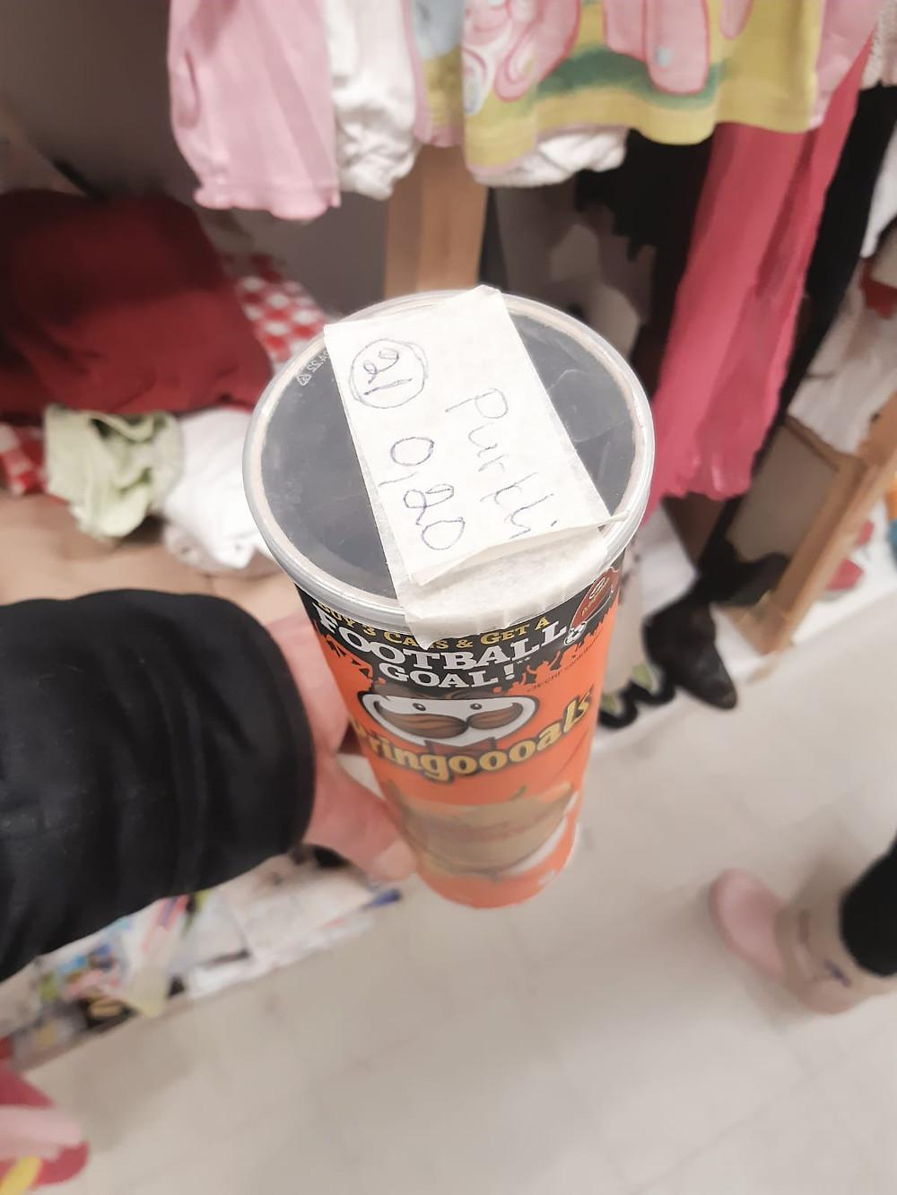 Tyhjä Pringles-purkki 0,20 €.