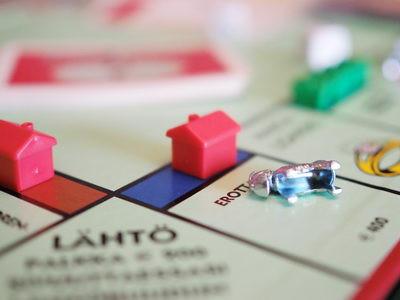 Lisäansiot voi käyttää lainanlyhennyksiin tai sijoittamiseen.