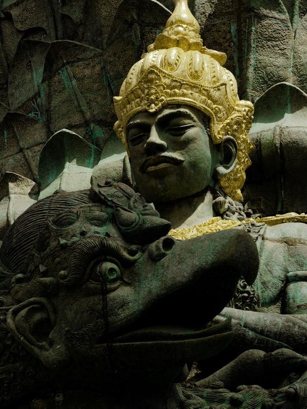 Uudehko ja osin keskeneräinen GWK-kulttuuripuisto on täynnä jättimäisiä patsaita.