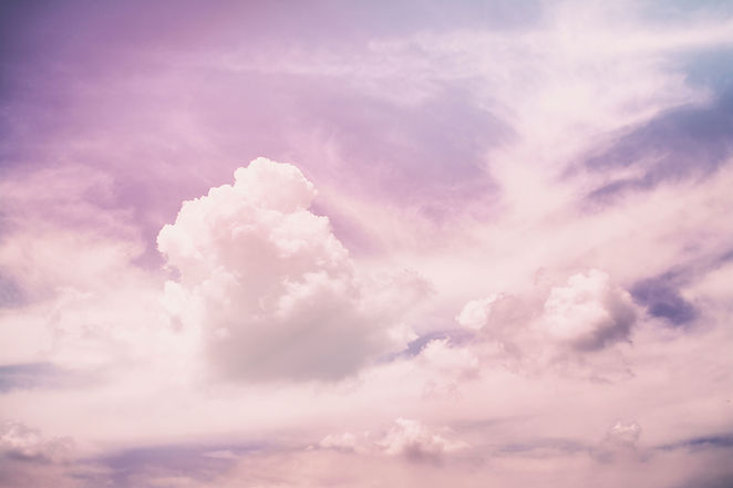 Las nubes de color rosa