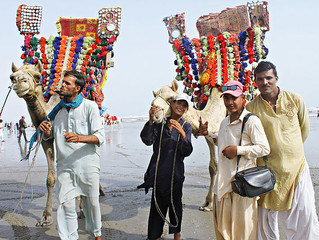 L'ET Travels: Pakistan by Daniel Chin