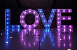 Fabrication Lettres love géantes