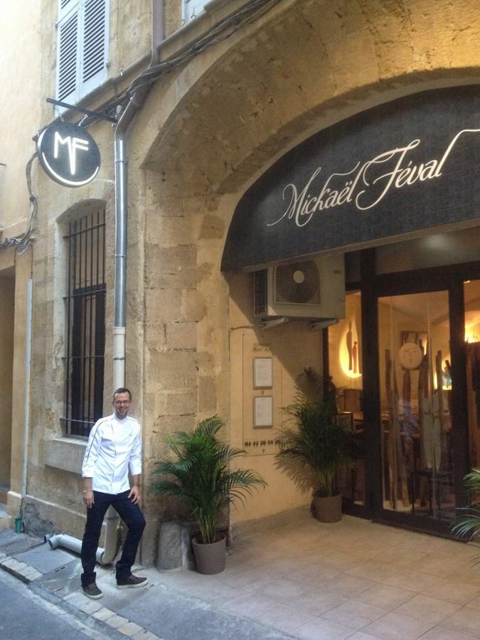 Drapeau Lumineux et enseigne Aix en Provence