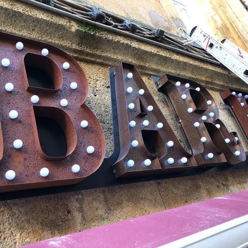 Lettre vintage enseigne Aix en Provence