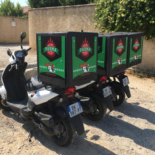 enseigne panneau scooter pizza Aix en Provence