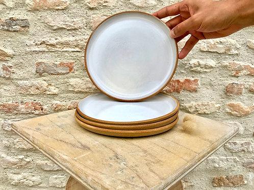 Assiette grés beige email blanc fait main en France