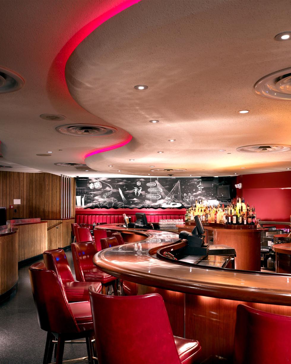 Lucky's Lounge - The Bar