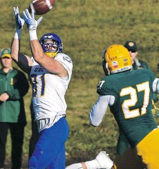 UBC snaps out of funk to maul helpless Bears - Vanier Cup champs flex offensive muscles in 62-0 win