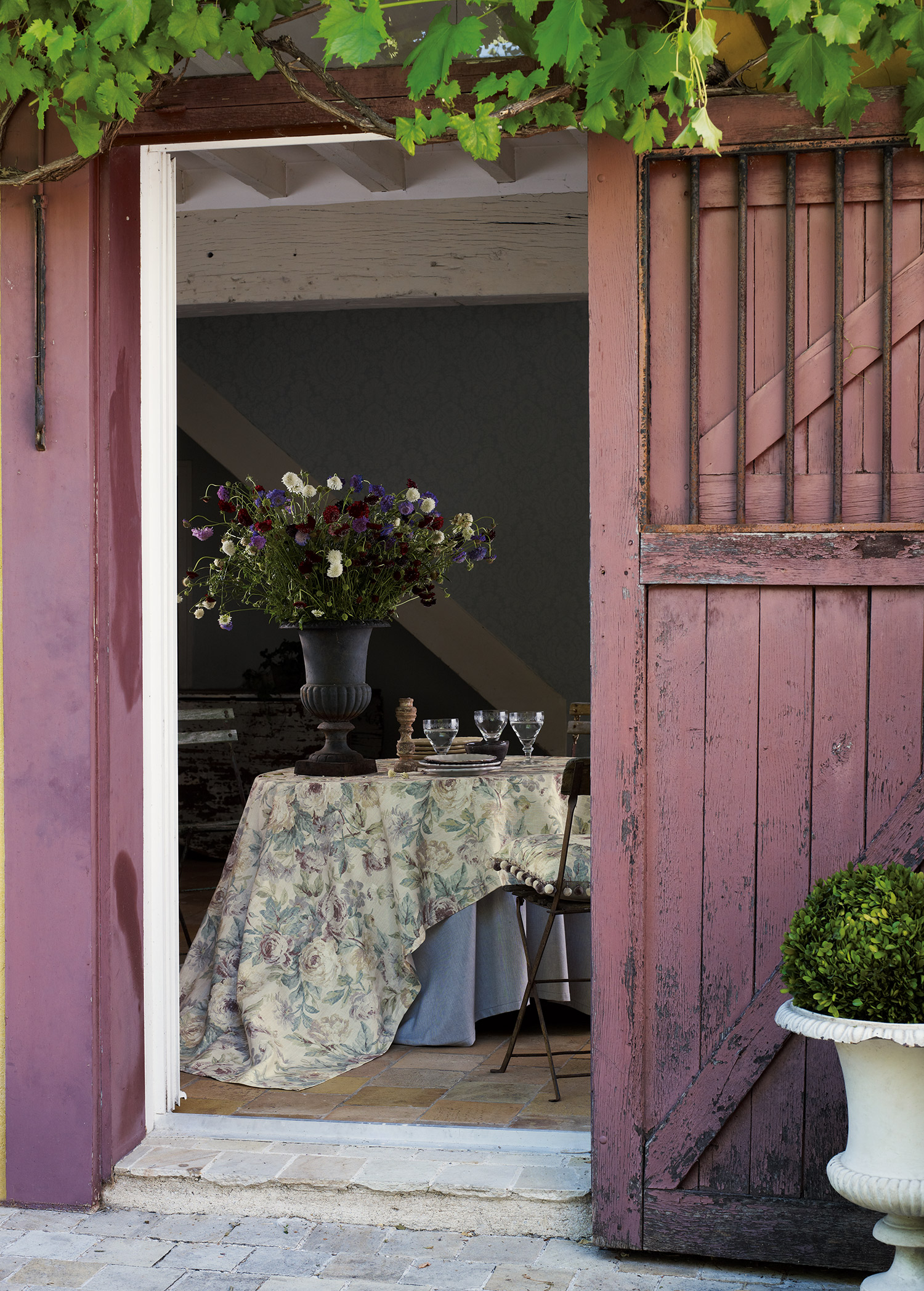 vintage interior stylist london